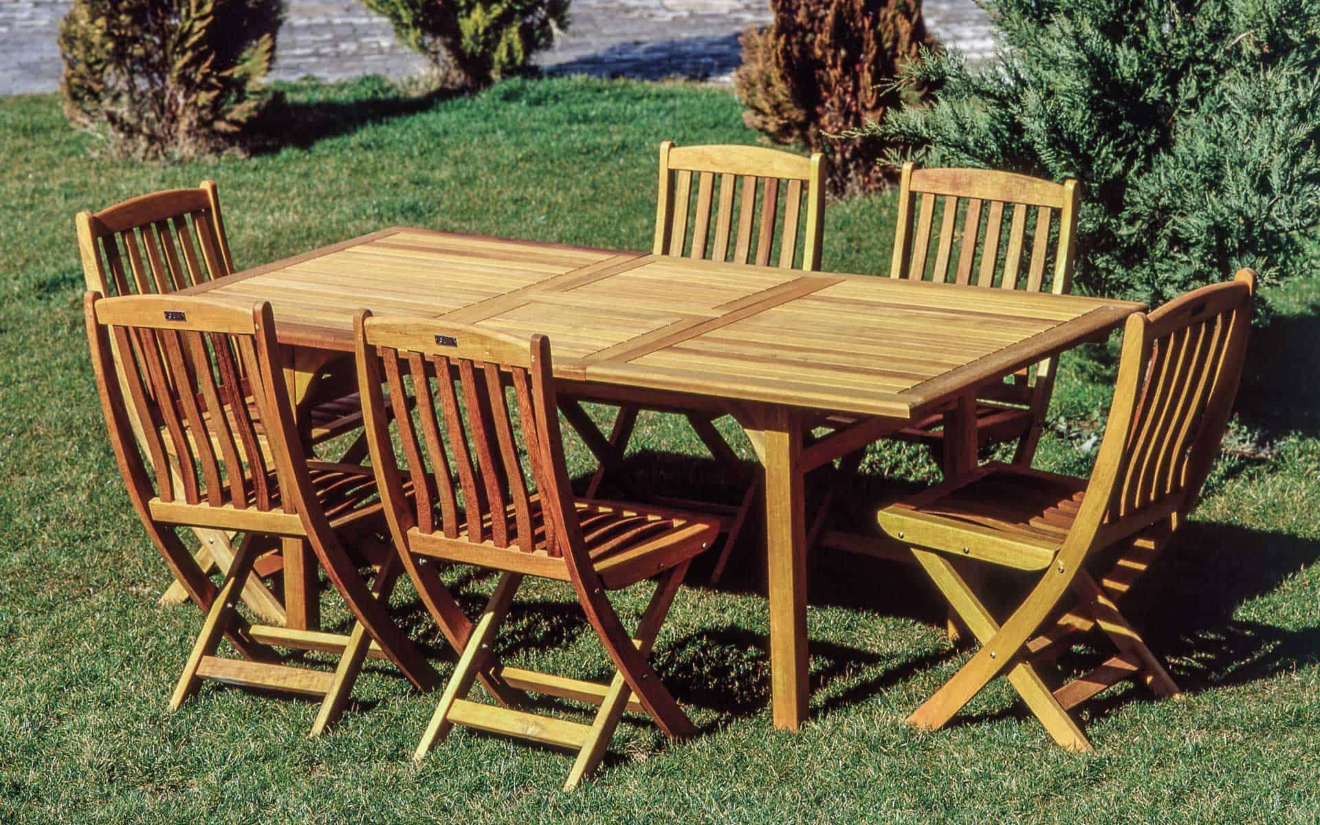 Gartenmöbel und Holzmobiliar streichen